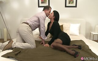 classy cookie gets intimate with guy from feign