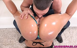 Super flexible and natty busty sexpot Luna Star gives nice titjob