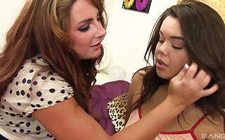 Smooth pussy eating between Non-glare Fox and Audrey Aguilera