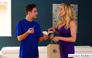 Delivery boy has the honor to lick increased by fuck pussy of sexy elder woman Brandi Love