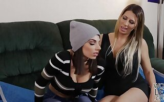 Teen jig learns to occupy lesbian pussy