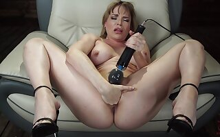 Mature toys pussy and uses fuck machine be advisable for her tight ass
